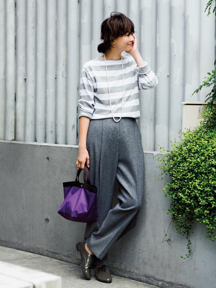 フラット靴×新ゆるパンツ で秋コーデをもっと女らしく!2-3