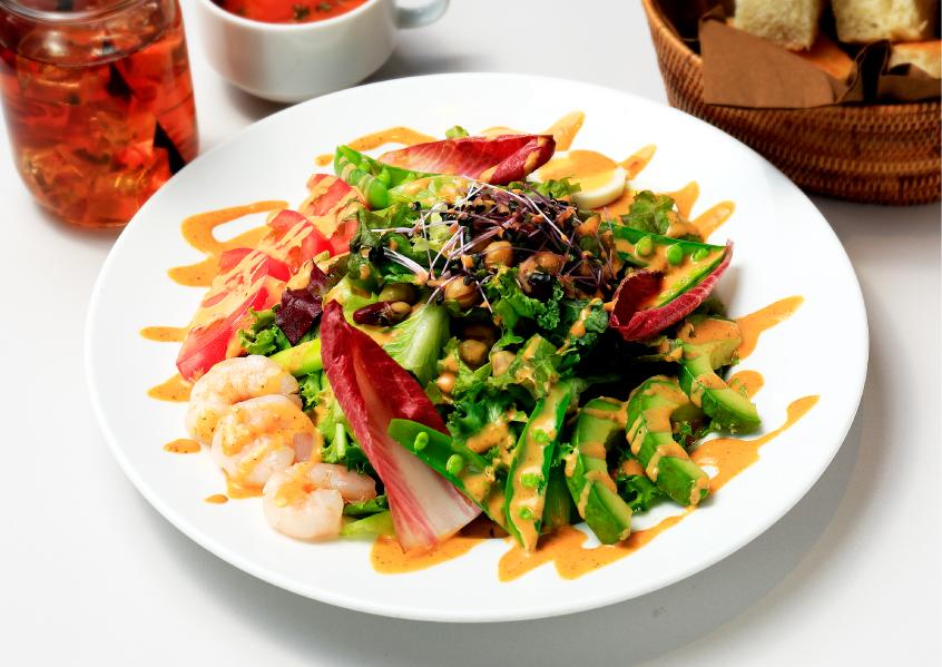 【東京】10種野菜とゆで卵、海老のコブサラダ