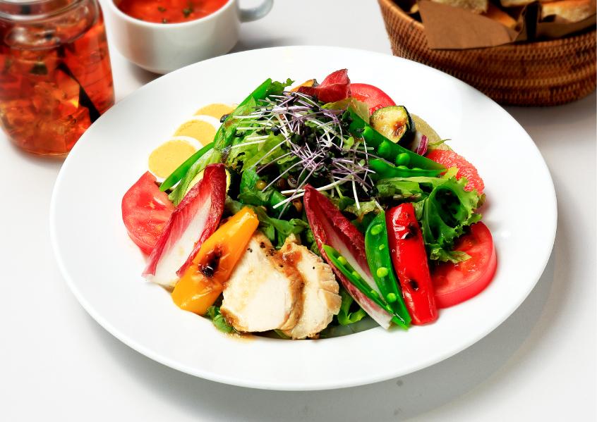 【東京】10種野菜とチキン、グレープフルーツのパワーサラダ