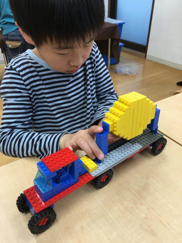LEGOスクールでのひとコマ。お家でも暇さえあればLEGOしてます。