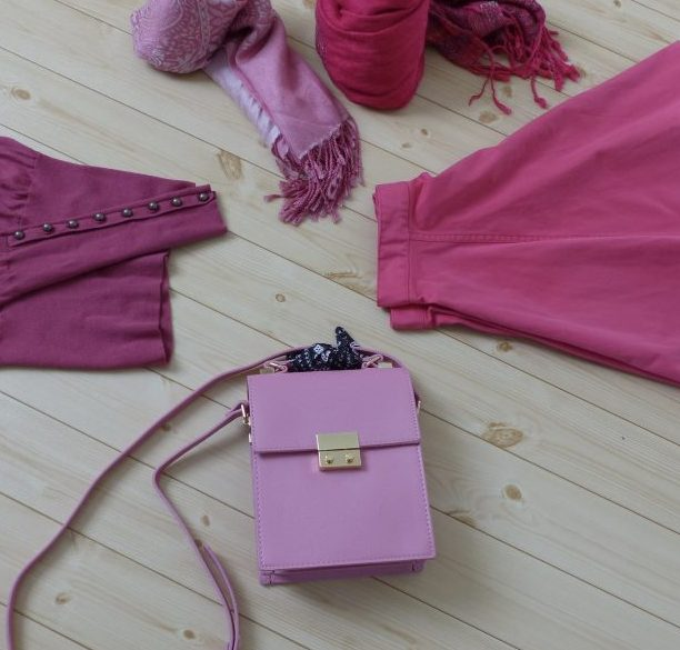 bd23eaa32a9b zaraにて、ピンクのスカーフ付きショルダーバックを♪. 今年はピンク大人気ですね♪. 私も好き ...