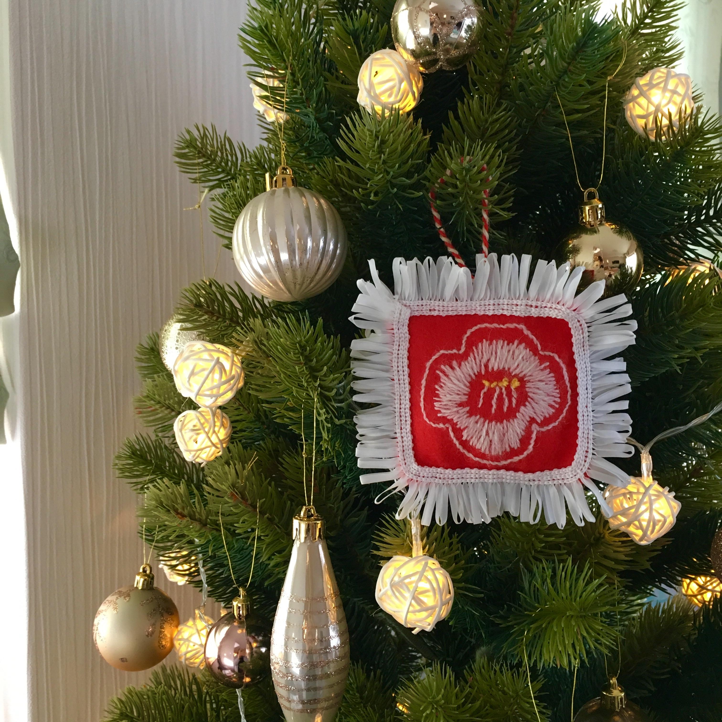わちさんの北欧刺繍オーナメントでクリスマスツリーが華やかに✨ | lee