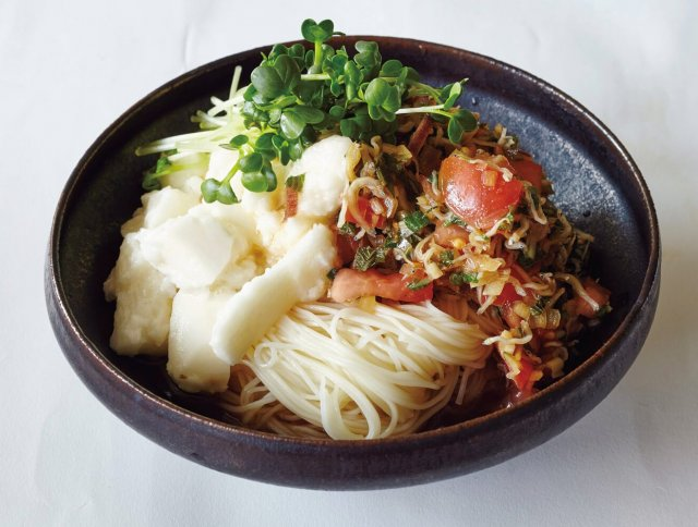 「たたき長いものトマトダレそうめん」レシピ /ワタナベマキさん