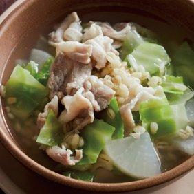 薄切り塩豚と大根、キャベツのスープ
