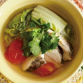 白菜、タラ、トマトのエスニックスープ