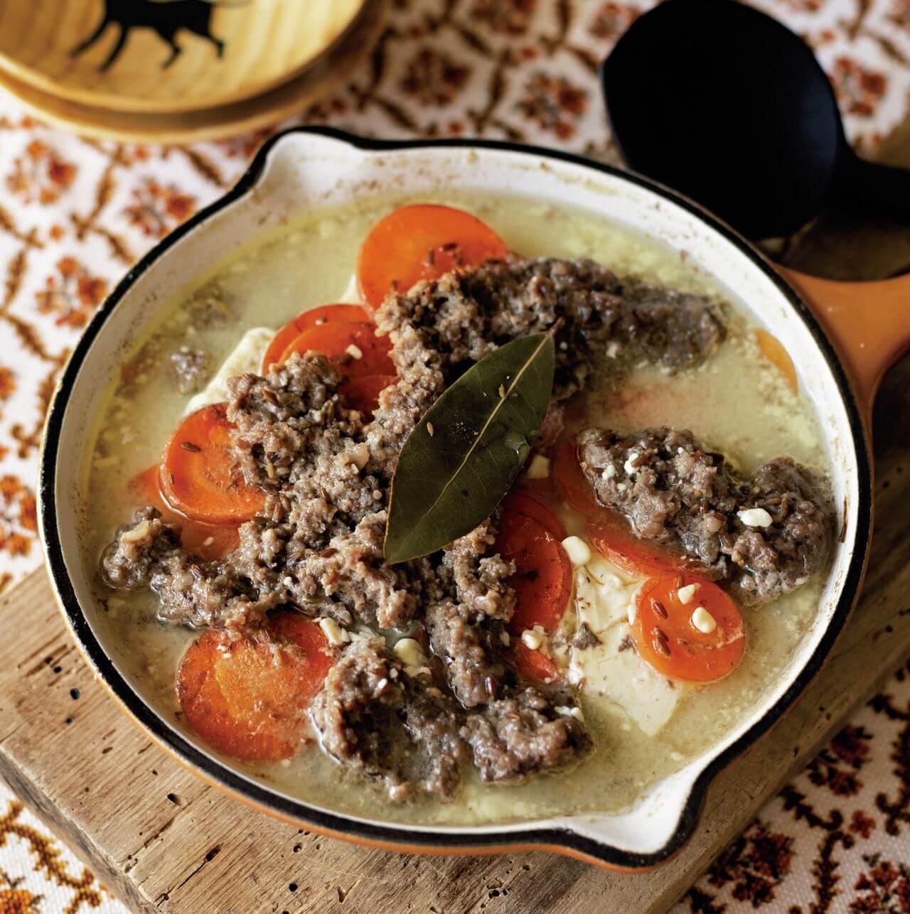 【フライパンひとつ】「ひき肉、にんじん、クリームチーズのミルフィーユ煮」レシピ/渡辺麻紀さん