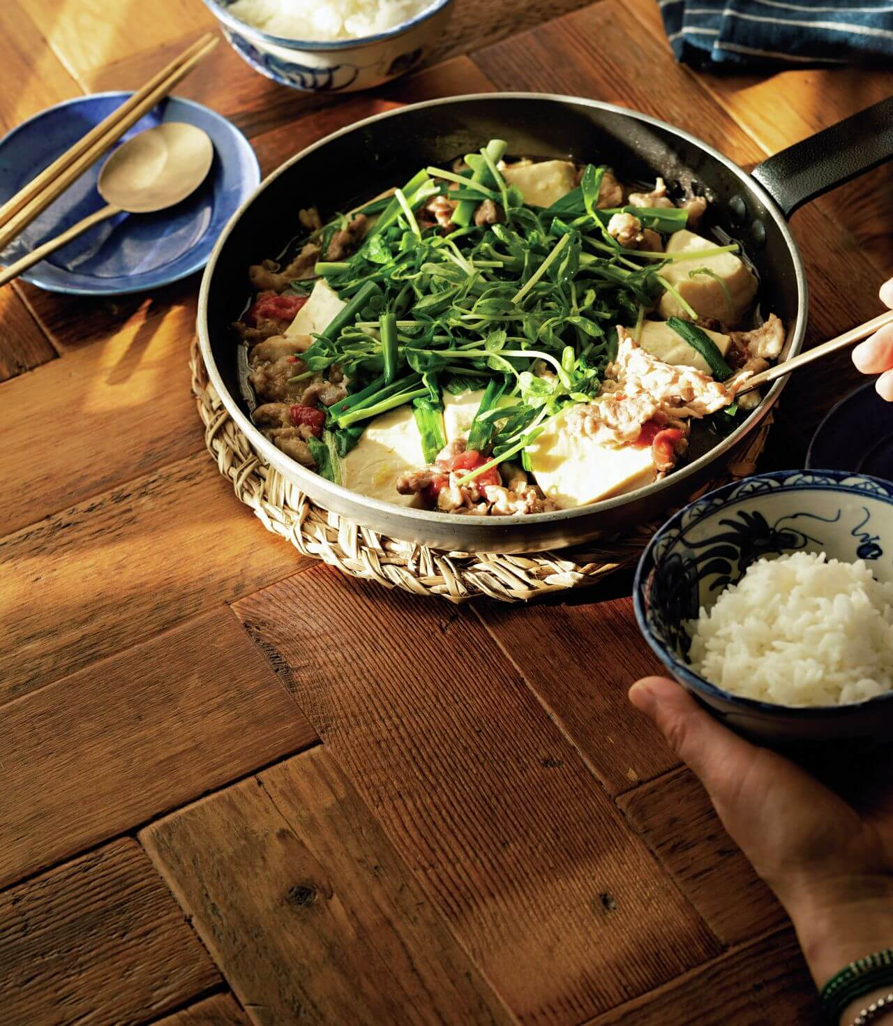 【フライパンひとつ】「豚こまと豆腐の梅マーボ煮込み」レシピ/渡辺麻紀さん