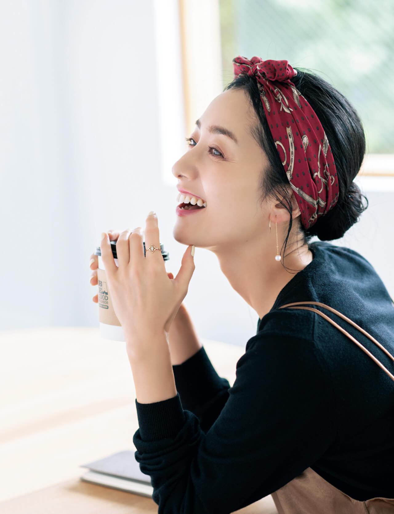 橋本優子さん カフェでお茶×揺れピアス