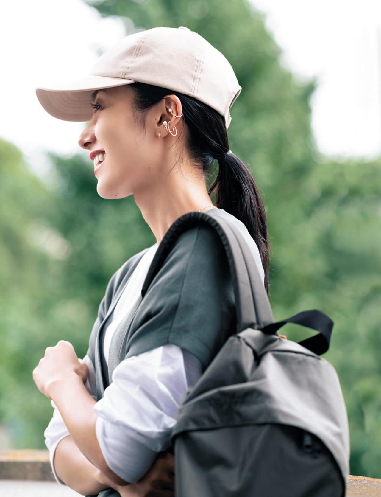 橋本優子さん 近所の公園×イヤカフ