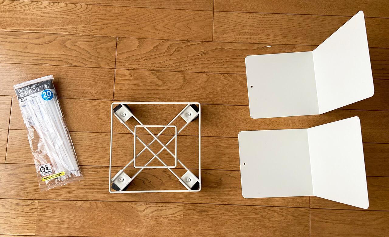 (右)【無印良品】スチール仕切板 大(290円)×2個 幅16×奥行15×高さ21cm(中)【ダイソー】角形花台キャスター付き(200円)白・19cmのものを使用 ※ダイソーの200円アイテムです。(左)【ダイソー】結束バンド(100円)20cmのものを使用