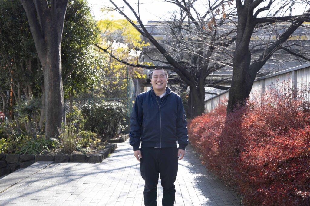 加納土(かのう・つち)/1994年生まれ、神奈川県出身。武蔵大学社会学部メディア社会学科の卒業制作として、2015年に『沈没家族』の撮影を始める。PFFをはじめとする映画祭で高い評価を受け、初監督作品となる『沈没家族 劇場版』の公開へ。2020年には著書『沈没家族—子育て、無限大。』(筑摩書房)を刊行。