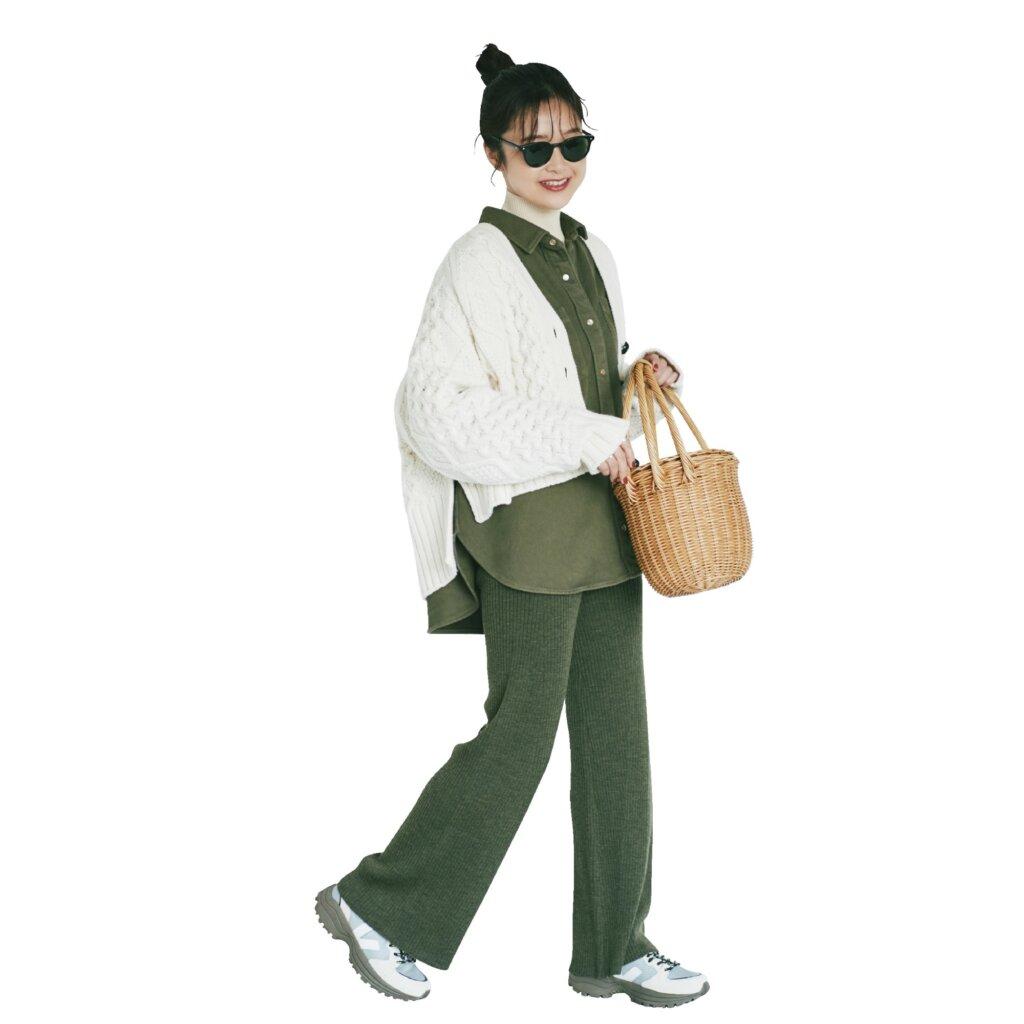 スタイリスト 吉村友希さん:Sneakers:VEJA Cardigan:INSCRIRE Shirt:marmors Tops:AURALEE Pants:TEN×Ron Herman Bag:BALI WERKSTÄTTE