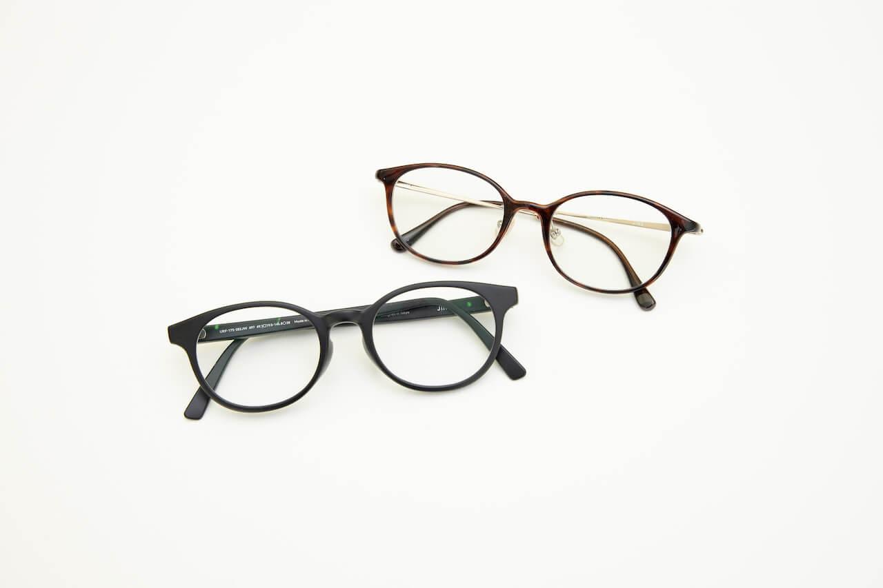 ファッションのアクセントにも使っている眼鏡は、2つともJINSのもの。