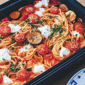 ベーコンとモッツァレラチーズのトマトスパゲッティ【ラクして楽しい週末ランチ】