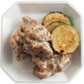 「チキンの白ワインハーブ焼きとズッキーニソテー」レシピ/ワタナベマキさん