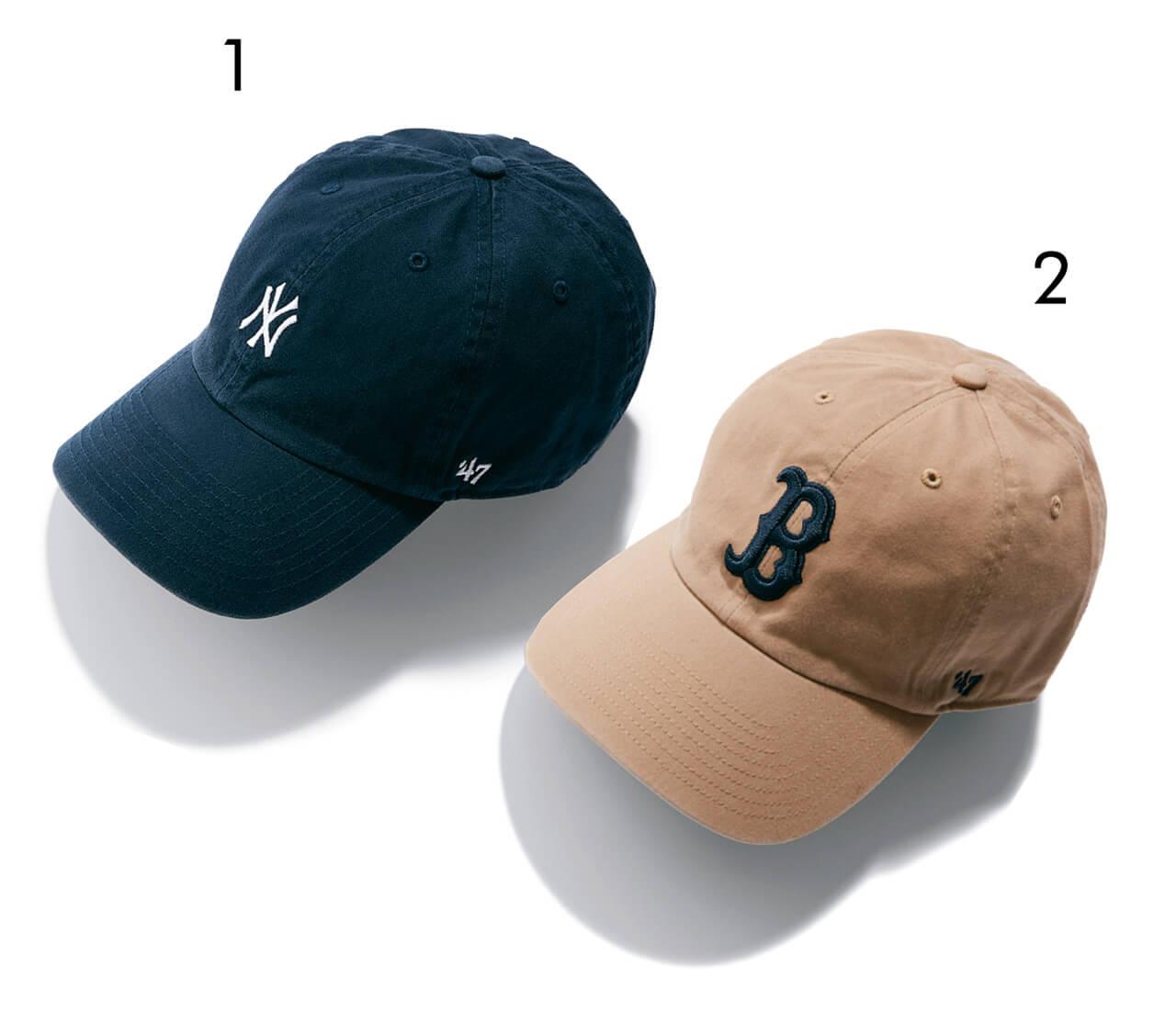 1)ヤンキースのロゴを小さめのあしらいにすることで、ぐっと親しみやすい印象に。¥3850・2)正統派のMLBキャップはキャメル×ネイビーの上品配色で楽しみたい。¥3520/OSM インターナショナル(フォーティーセブン)