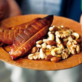 「ささ身とナッツの燻製」レシピ/ワタナベマキさん