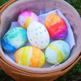 卵の殻で「イースターエッグ」を作りました!
