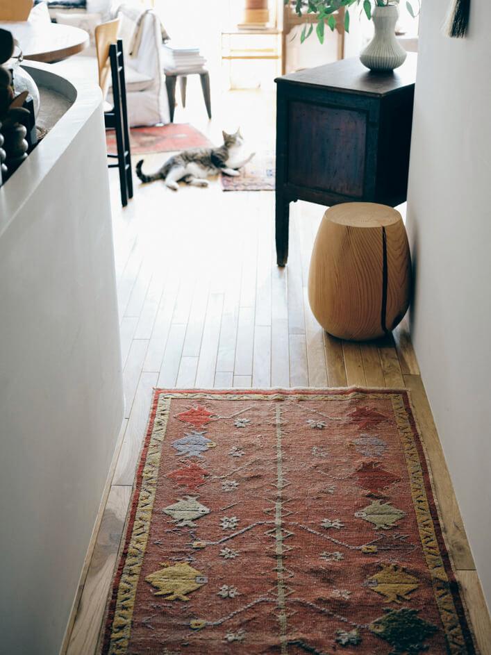 細長いサイズがキッチン前の廊下にぴったり