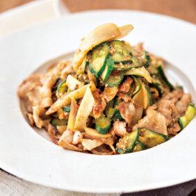 「豚肉ときゅうり、夏の香味野菜の梅酒炒め」レシピ/植松良枝さん
