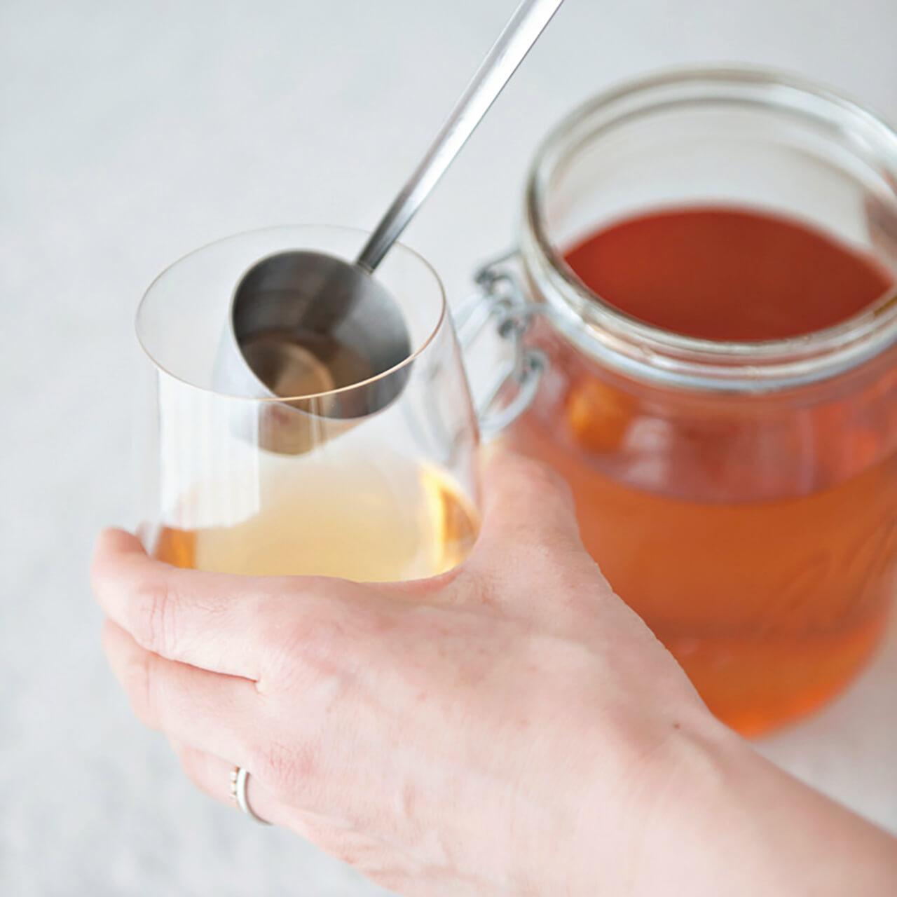 夏場に梅酒を味わうときには、薄手の「リーデル」のグラスで。
