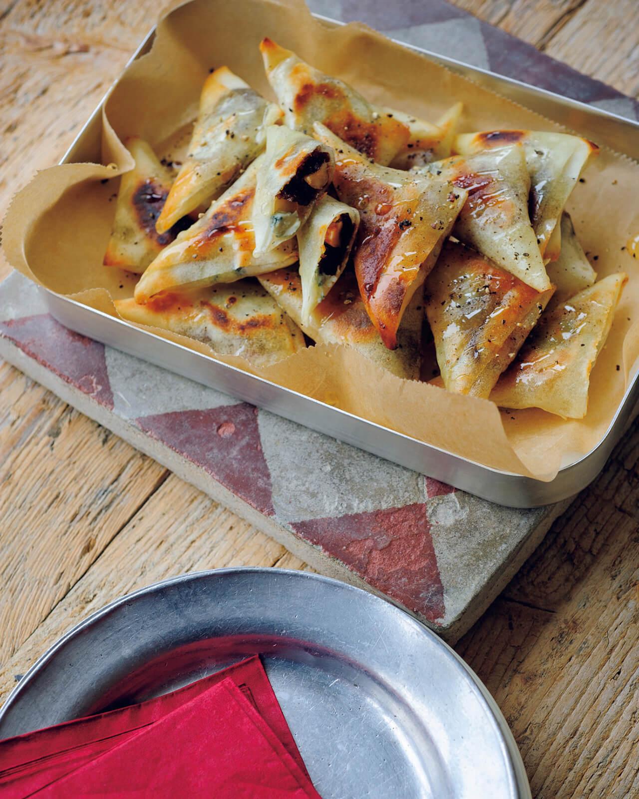 【メスティンレシピ】「ブルーチーズとナッツ、干しいちじくの春巻き」/柚木さとみさん