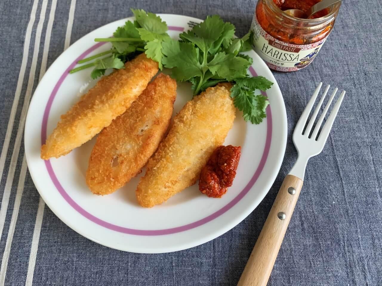 オリジナル ハリッサは白味魚のフライに添えて