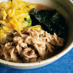 「豚肉とキャベツ、ワカメのさっぱり煮」レシピ/堤 人美さん