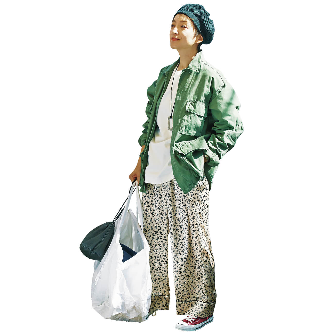 モデル/高山 都 パンツ/上と同じ ジャケット¥10780/セム インターナショナル(ロスコ) Tシャツ¥2750/オンワード樫山(エニィ ファム) ベレー帽¥6050/カシラ プレスルーム ネックレス¥29700・バングル¥64900/アダワットトゥアレグ バッグ(大)¥3190/ヴォイリーストア バッグ(小)¥15400/シック(フィル ザ ビル) 靴¥6380/コンバースインフォメーションセンター