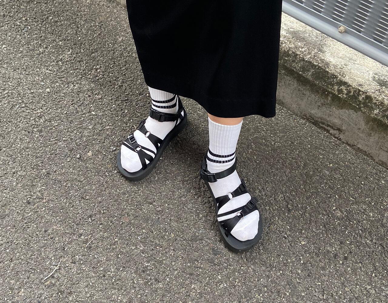 高木綾子/トップス/plage スカート/plage ソックス/GU サンダル/SUICOKE