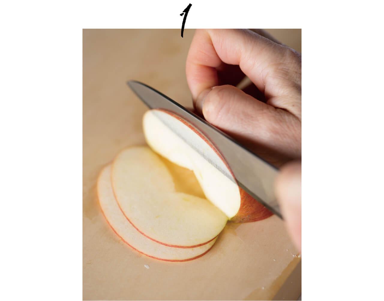 1.くし形切りにしてから薄切りにする。