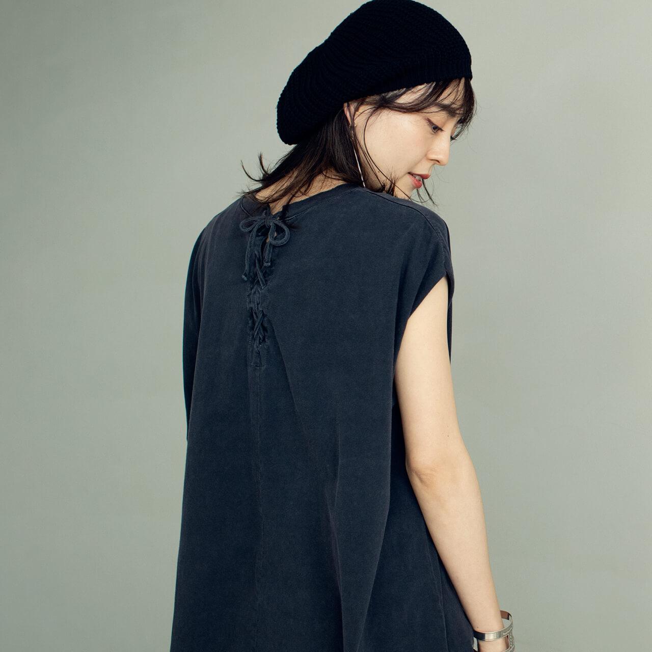 アール ジュビリー スリーブレスオーバーTシャツのBACK STYLE モデル/今井りかさん