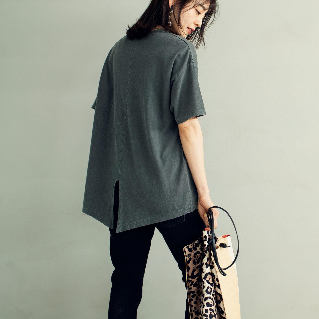アール ジュビリー プリントTシャツのBACK STYLE モデル/今井りかさん