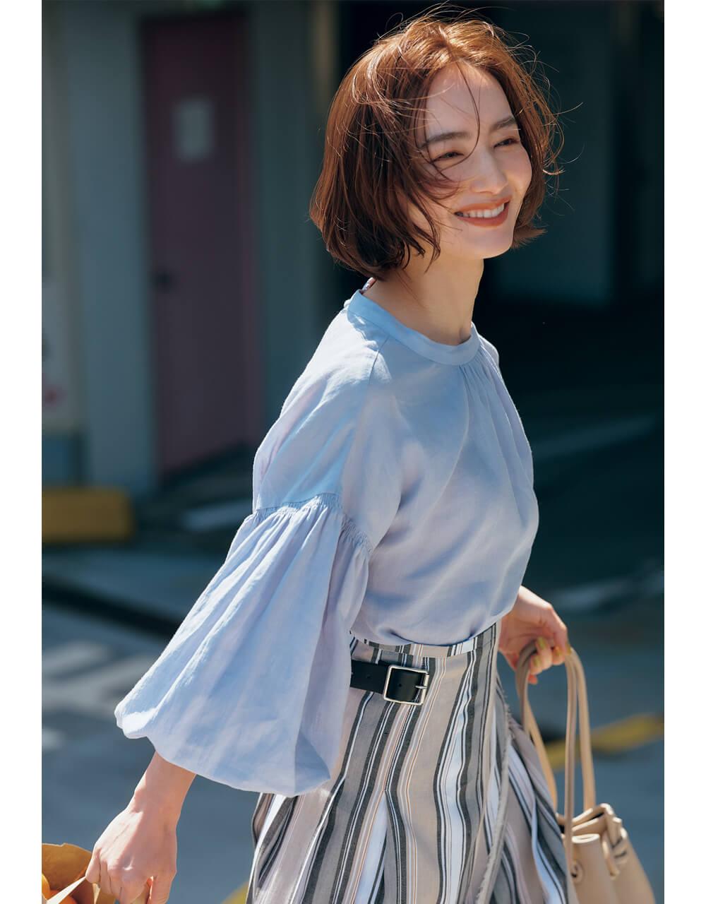 辻元舞 さん ベル形に膨らむ華やかスリーブで横顔まで美しく