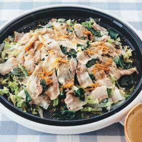 【ホットプレートで】「白菜と小松菜と豚肉の重ね蒸し」レシピ/黄川田としえさん