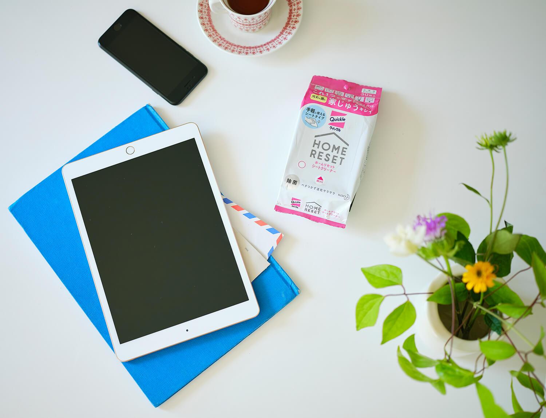 直接手で触ることが多いスマートフォンやタブレットも、外から帰ったらシートクリーナーで拭く習慣を。