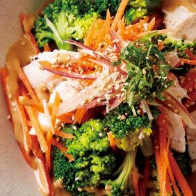 「ささ身と緑黄色野菜のごまみそドレッシングサラダ」レシピ/若山曜子さん