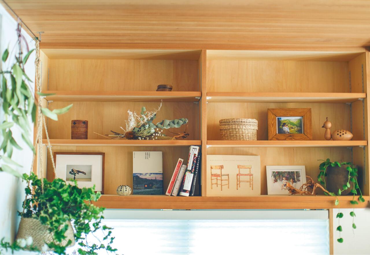 「お部屋に植物を置くときは、ぽつんと一点ではなく、ガラスの花器同士、観葉植物同士と仲間をまとめて配置すると、バランスがとりやすいですよ」(前田有紀さん)