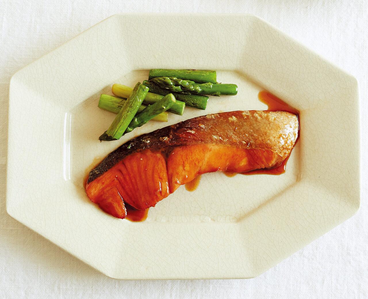 フライパンで「サーモンの照り焼き」レシピ/小林まさみさん