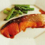 アイキャッチ画像:フライパンで「サーモンの照り焼き」レシピ/小林まさみさん