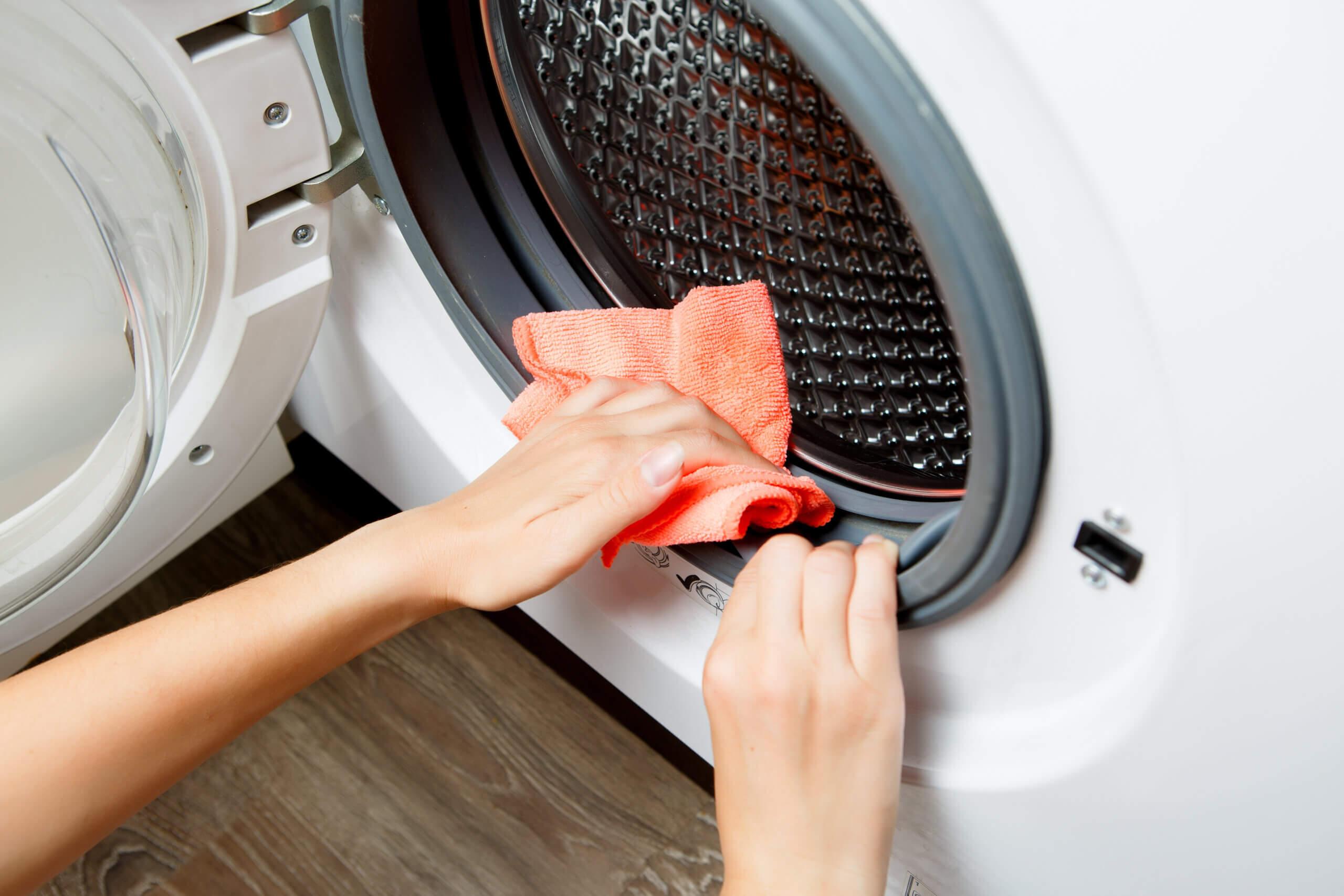 """【脱・部屋干し臭】洗濯機の「汚れポイント7つ」とは?【藤原千秋さんの""""おそうじ歳時記""""】"""