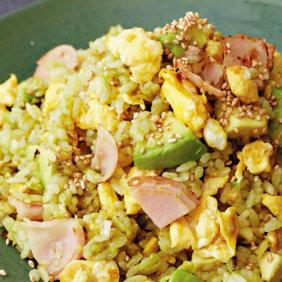 アイキャッチ画像:フライパンひとつで「アボカドチャーハン」レシピ/きじまりゅうたさん
