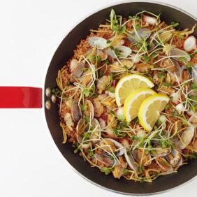 アイキャッチ画像:フライパンひとつで「和風海鮮パエリア」レシピ/きじまりゅうたさん