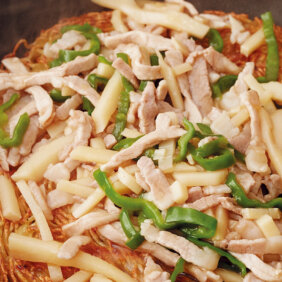 アイキャッチ画像:フライパンひとつで「青椒肉絲あんかけ焼きそば」レシピ/きじまりゅうたさん