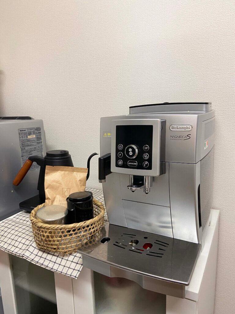 家電は、壊れたらできるだけ修理をして使う派。デロンギのコーヒーマシーンは、修理を重ねて何年も愛用中。