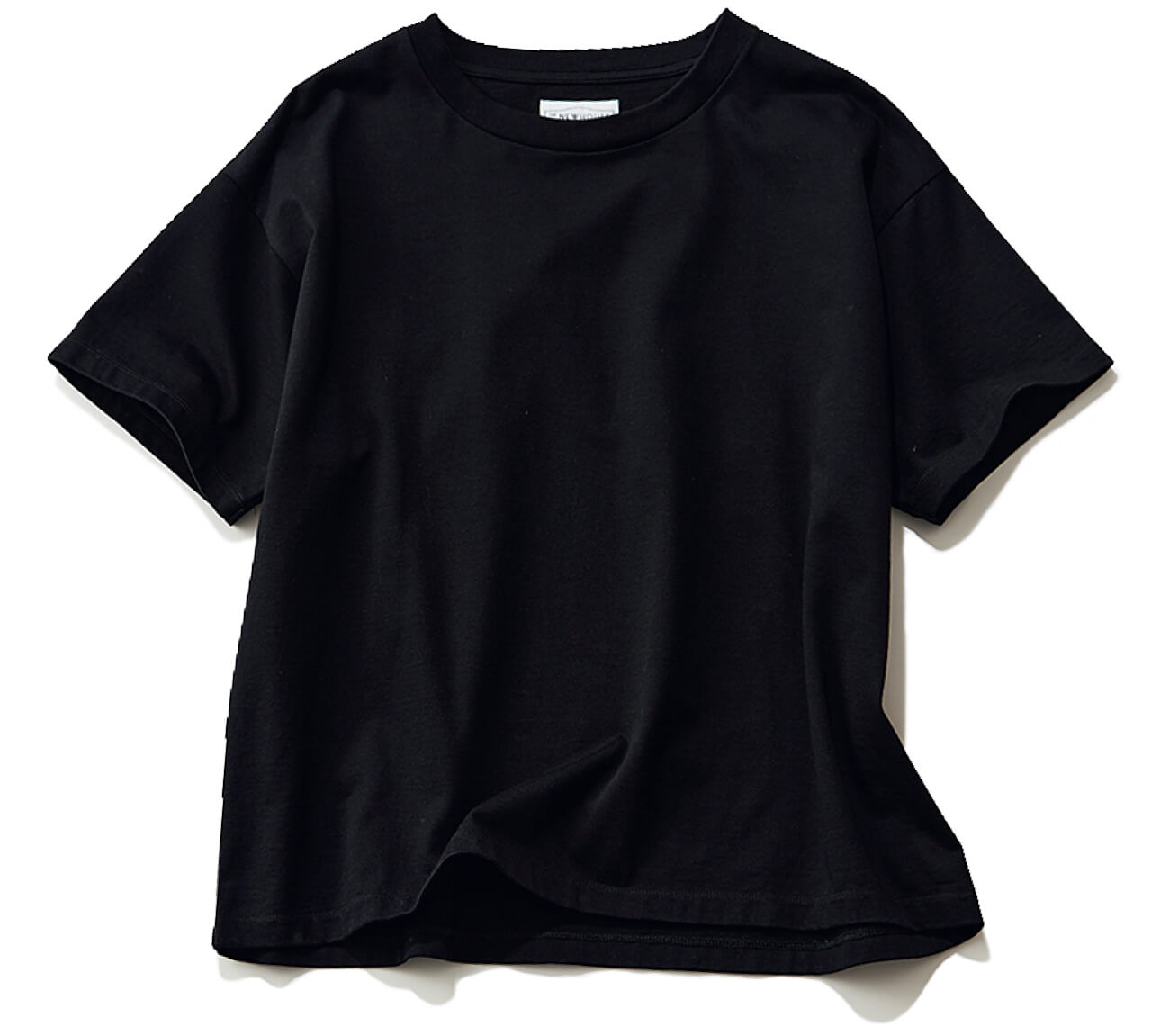 黒Tシャツ¥13200/アーク インク(ザ・ニューハウス)
