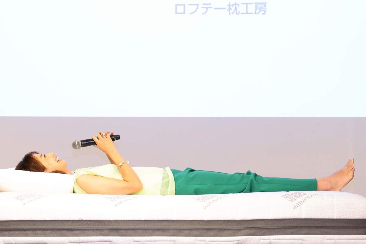 ロフテー新商品発表会で枕の使用感チェック