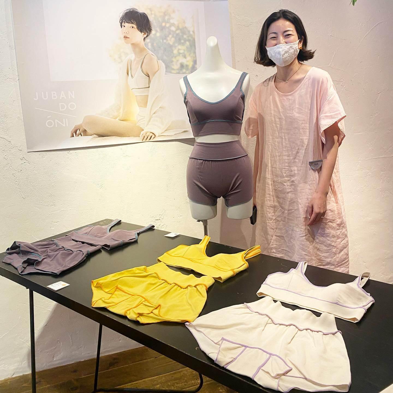 JUBAN DO ONI(ジュバンドーニ)の5周年記念展示会での黒川紗恵子さん