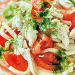 「蒸し鶏とトマトのレンチン和えうどん」レシピ/きじまりゅうたさん