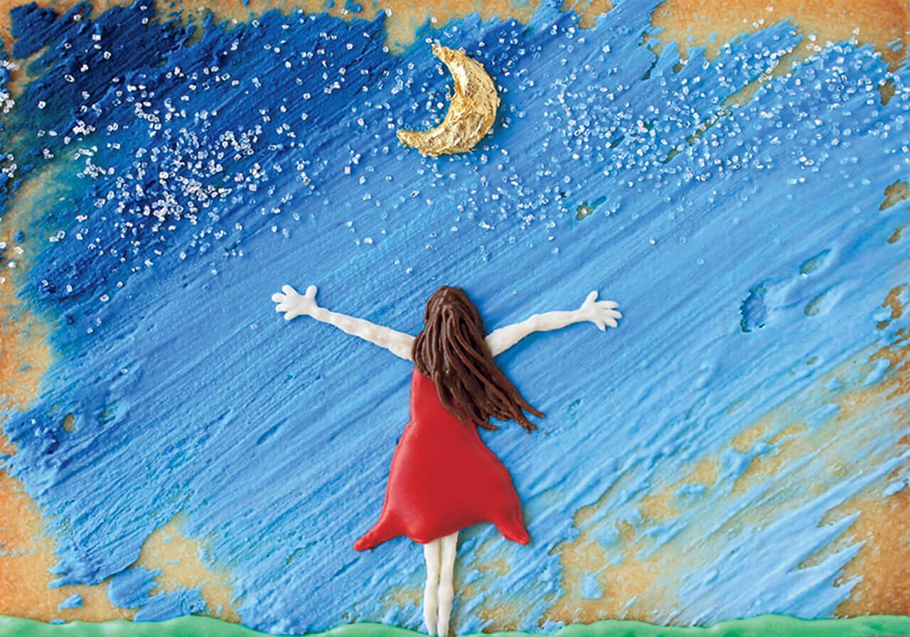 月を仰ぐ女の子が描かれたクッキーの写真